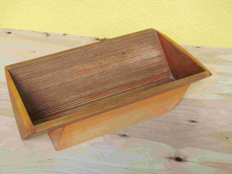 Seitenansicht einer Holzschale