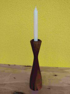 Ein Kerzenleuchter aus dem Holz der Zwetschge. Oberfläche ist geölt.
